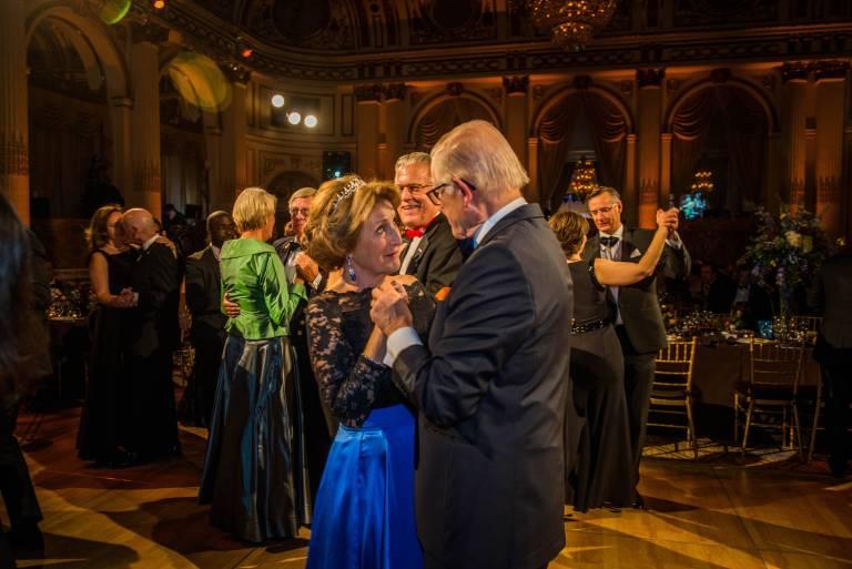 """Romantisch: Margriet und Pieter tanzen im November beim """"Peter Stuyvesant Ball"""" in New York. ©imago/PPE"""
