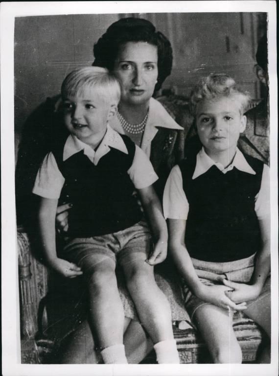 Doña María de las Mercedes de Borbón y Orléans kam mit ihren beiden Söhnen Alfonso (li.) und Juan Carlos. Sie kam nie über den Tod ihres jüngsten Kindes hinweg. Sie starb im Jahr 2000 an einem Herzinfarkt.   © imago/ZUMA/Keystone