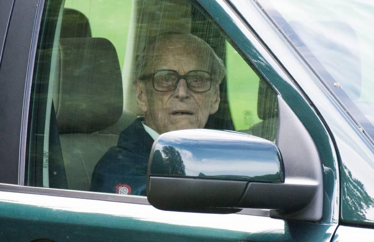 Prinz Philip sieht nicht mehr so gut wie früher. Eigentlich muss er eine Brille tragen, ob er sie auch bei dem Autounfall trug, ist bisher unklar.  ©imago/PA Images