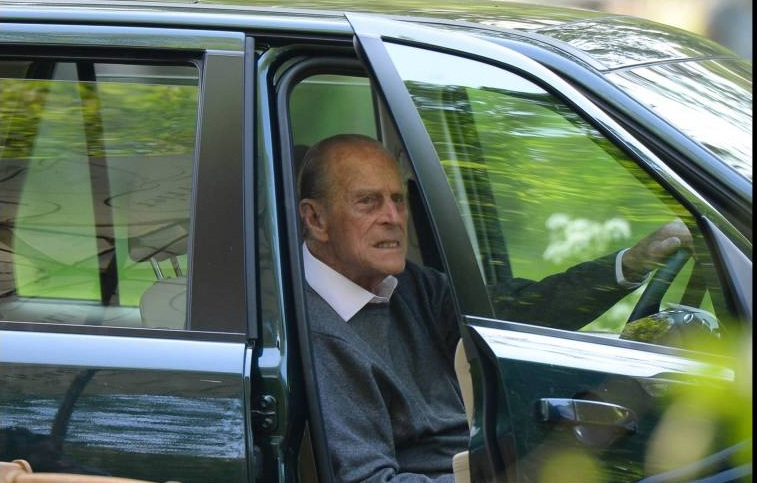 Prinz Philip setzt sich auch mit 97 Jahren noch hinters Steuer. Gestern baute er einen Unfall, bei dem zwei Frauen verletzt wurden. Und das ausgerechnet am Geburtstag seiner Urenkelin Mia Grace Tindall.  ©imago/i Images