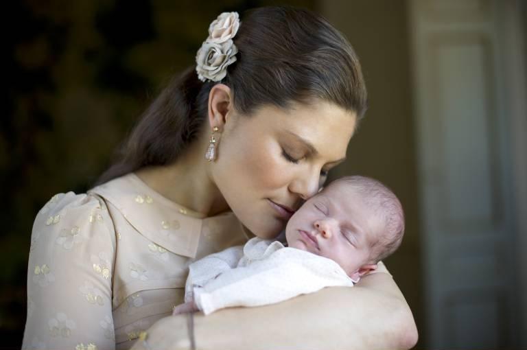 Pures Glück: Kronprinzessin Victoria mit Baby Estelle.  ©imago/Kamerapress