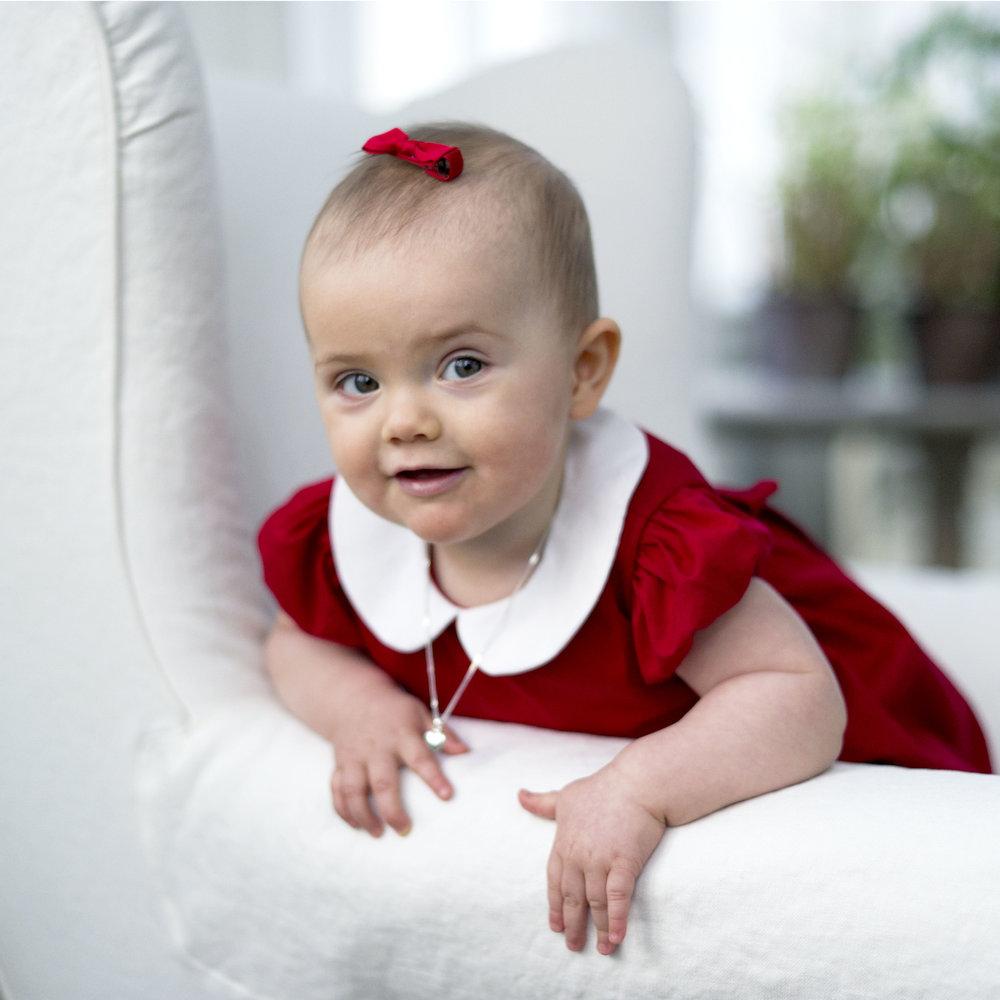 Die Schleife wird das Markenzeichen von Prinzessin Estelle.  ©Kungahuset.se/Kate Gabor