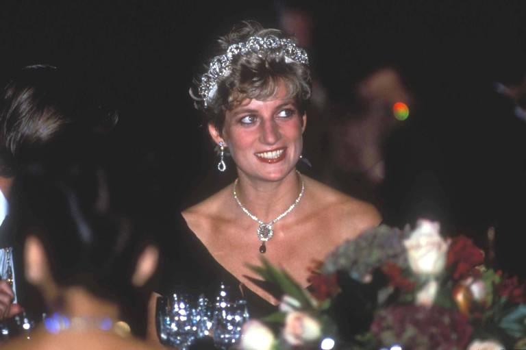 Prinzessin Diana besuchte im Januar 1995 die CFDA Fashion Awards und verlieh einen Preis. Dort lernte sie auch Fran Drescher kennen.  ©imago