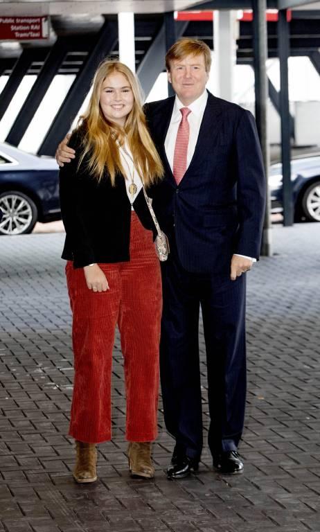 König Willem-Alexander und Prinzessin Amalia verbringen gemeinsam Vater-Tochter-Zeit.  ©imago/PPE