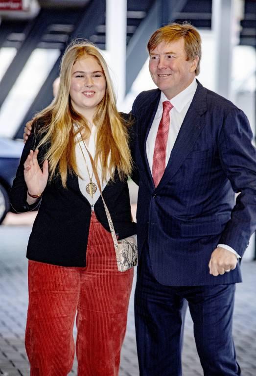 Während sich König Willem-Alexander für einen Anzug entschied, trug seine Tochter ein legeres Outfit.  ©imago/PPE