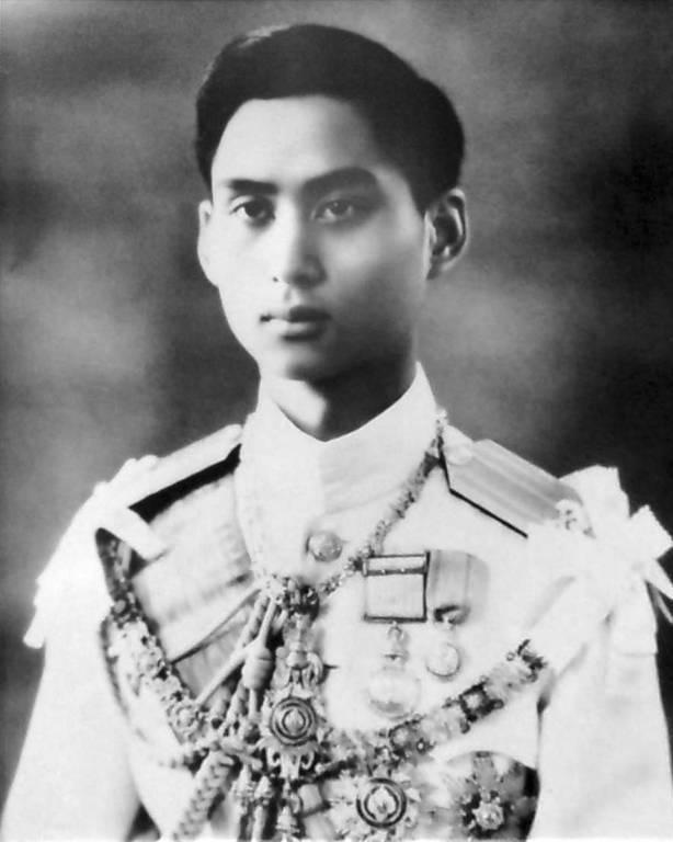Warum musste der junge König von Thailand sterben? Bis heute ist sein Todesfall ungeklärt.  ©imago/United Archives International