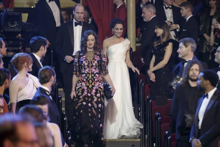 Alle Gäste erheben sich, als Prinz William und seine Frau den Saal der Royal Albert Hall betreten.  ©imago/i Images