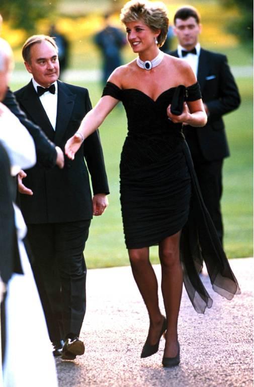 """Das berühmte """"Rachekleid"""" stammt von der griechischstämmigen Designerin Christina Stambolian. ©imago"""