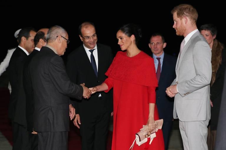 Herzogin Meghan und Prinz Harry werden am Flughafen von Casablanca offiziell begrüßt.  ©imago