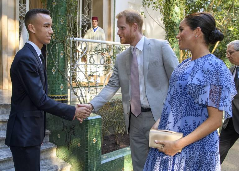Kronprinz Moulay Hassan begrüßte das royale Paar.  ©imago