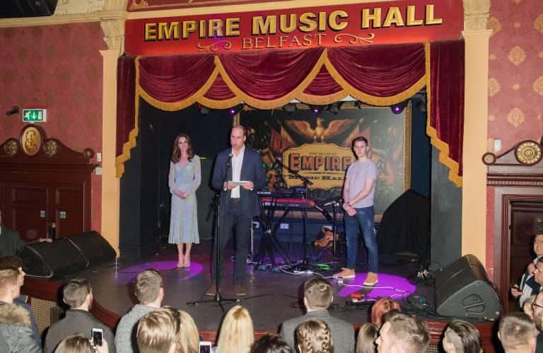 """Bei seiner Rede in der """"Empire Music Hall"""" dankte Prinz William den jungen Menschen für ihr Engagement.  ©imago/Starface"""
