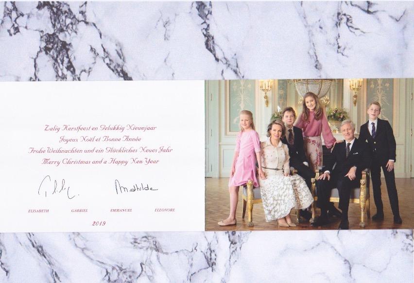 Die vorgedruckte Weihnachtskarte aus dem belgischen Königshaus ist in drei Sprachen verfasst. ©ADELSWELT