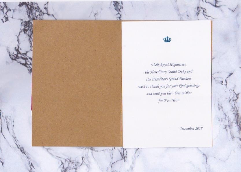 Karte mit vorgedrucktem Einleger: Erbgroßherzogin Stephanie und Erbgroßherzog Guillaume schicken keine persönlichen Grüße.  ©ADELSWELT