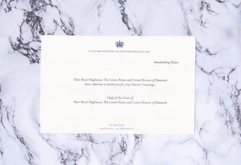 Lieblos und förmlich: Kronprinzessin Mary und ihre Familie schickten nur eine unpersönliche Karte ohne Foto.  ©ADELSWELT