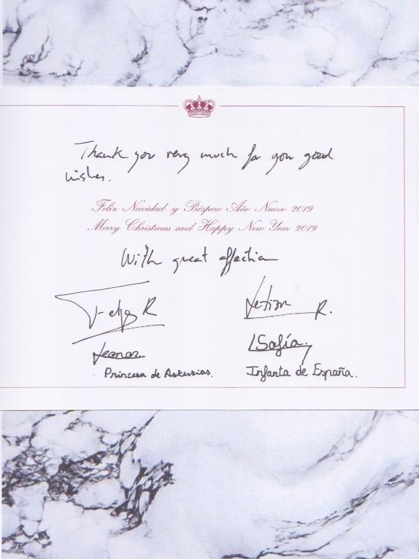 Das spanische Königshaus verschickte zwei Varianten ihrer Weihnachtskarte: Einmal in Spanisch und einmal in Englisch.  ©ADELSWELT