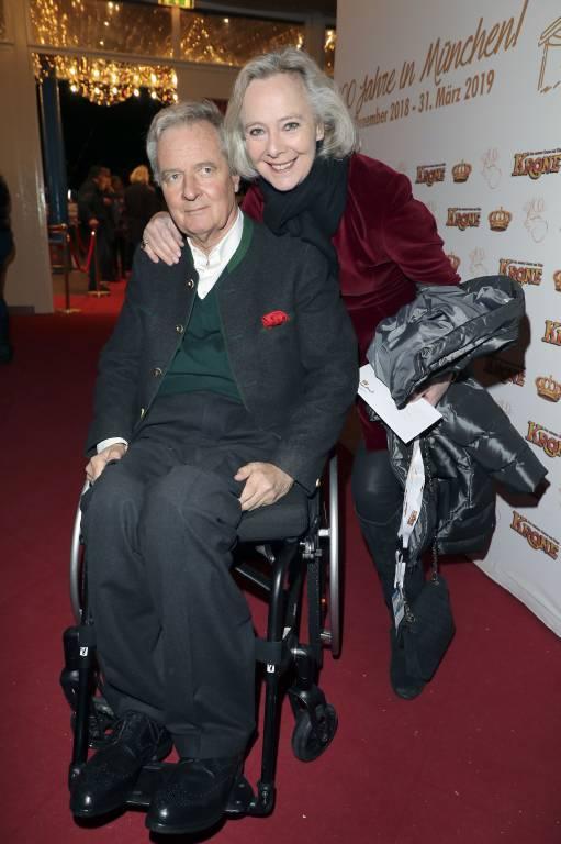Peter Prinz zu Hohenlohe und Uschi Prinzessin zu Hohenlohe reisen gerne. Der Rollstuhl ist da nur selten ein Hindernis.  ©imago/Future Image