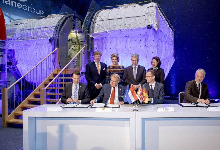Das niederländische Königspaar besucht Airbus, um sich über die neuen Technologien zu informieren.  ©imago/PPE