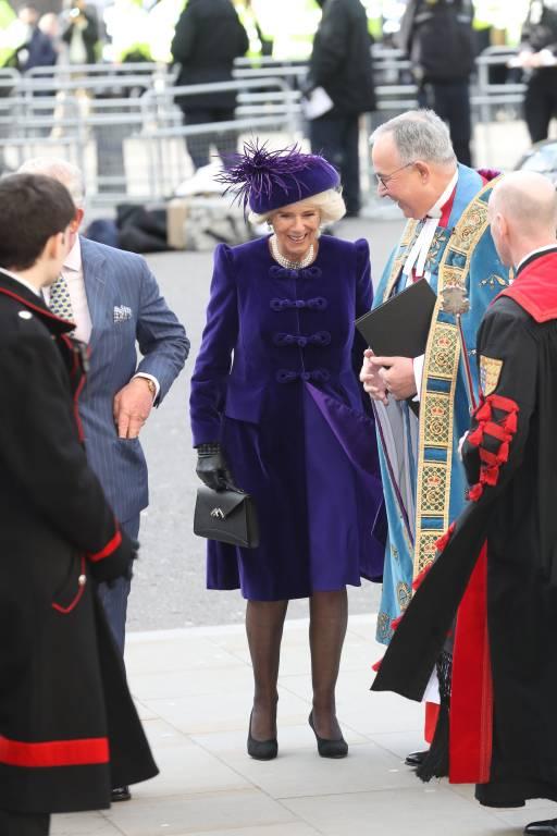Eine gute Wahl: Herzogin Camilla steht ihr Outfit gut.  ©imago