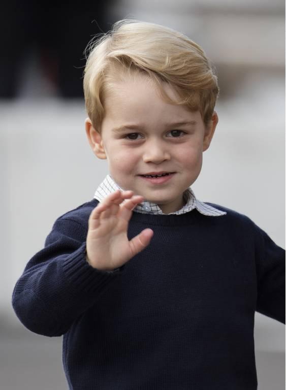 Prinz George steht nach seinem Opa Prinz Charles und nach seinem Vater Prinz William an dritter Stelle in der Thronfolge.  ©imago/i Images