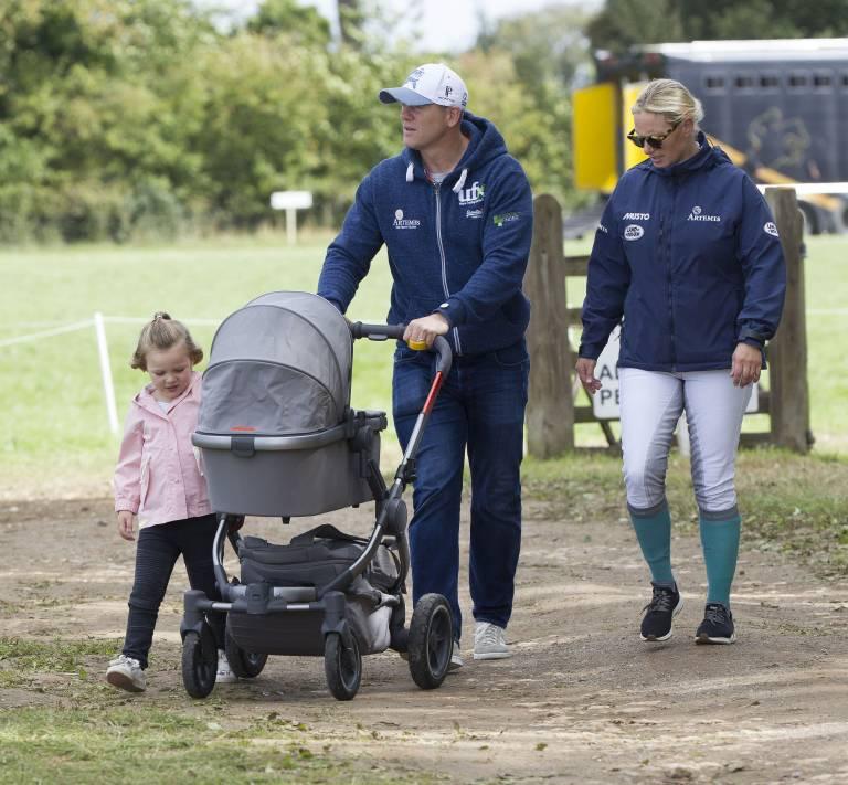 Zara und Mike Tindall mit ihren Töchtern Mia Grace und Lena Elizabeth.  ©imago/i Images
