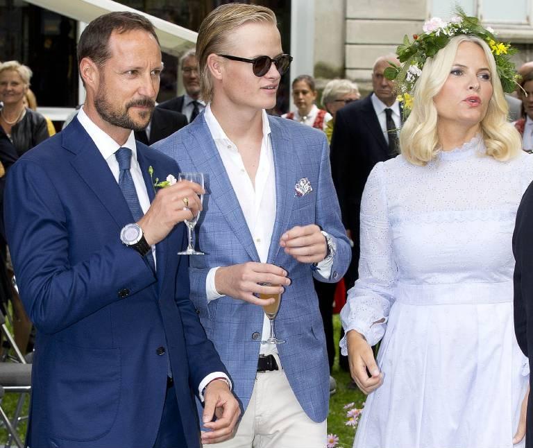 Als Mette-Marit den norwegischen Kronprinzen Haakon heiratete, brachte sie ihren Sohn Marius mit in die Ehe.  ©Imago