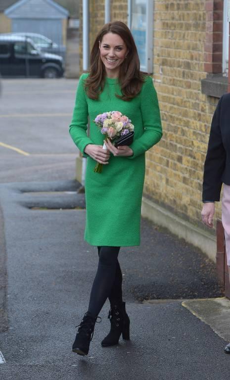 Beim Besuch der Lavender Primary School trug Herzogin Kate ein Kleid von Eponine London.  ©imago/Matrix