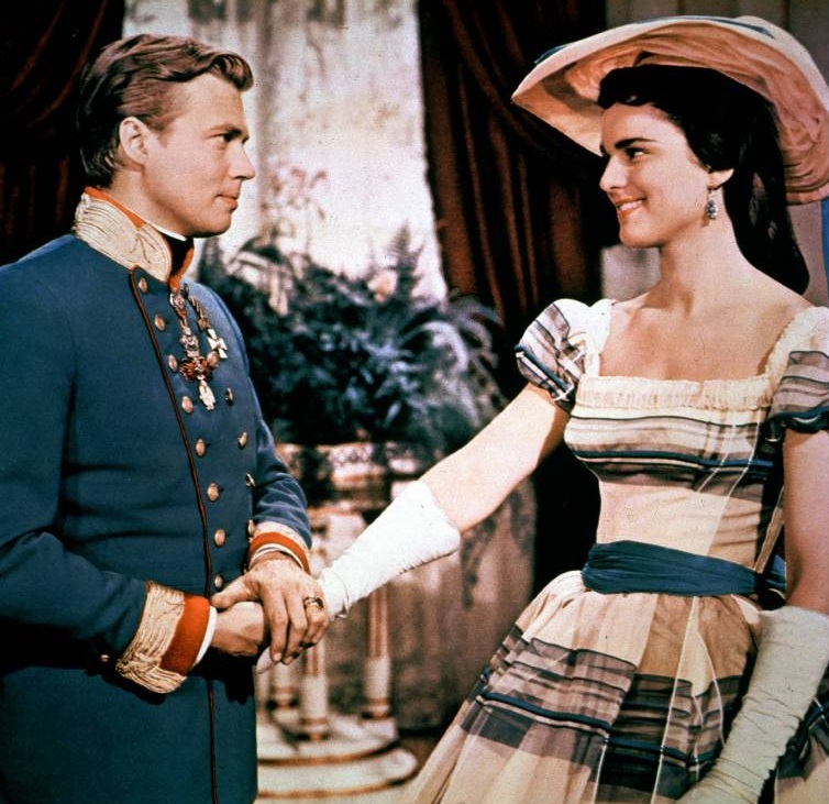 "Kaiser Franz Joseph (Karlheinz Böhm) gibt Prinzessin Helene (Uta Franz) im Film ""Sissi"" einen Korb. ©imago/United Archives"