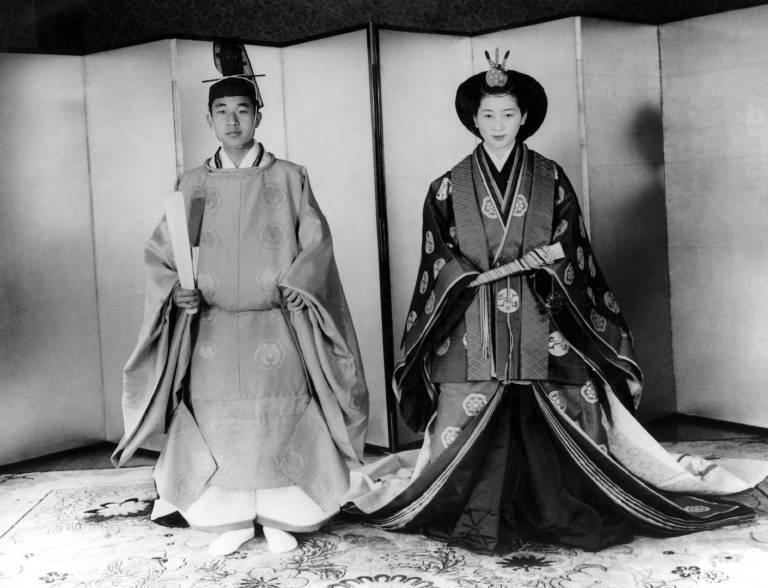 500.000 Japaner säumten die Straßen, um einen Blick auf das Brautpaar zu erhaschen. Die Hochzeit fand nach shint?istischen Ritus statt.  ©imago images / United Archives International