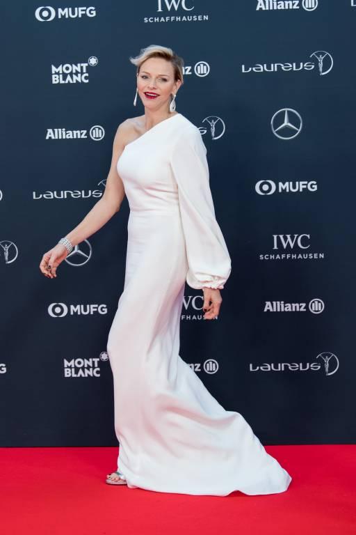Auch Fürstin Charlène trug die asymmetrische Robe der Designerin bereits bei den Laureus World Sports Awards im Jahr 2018.  ©imago images / ZUMA Press