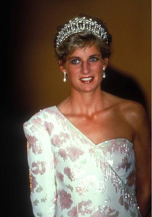 """Die vierte Staffel von """"The Crown"""" beginnt in den späten 1970ern und zeigt die Anfänge von Prinzessin Diana in der britischen Königsfamilie.  ©imago images / ZUMA Press"""