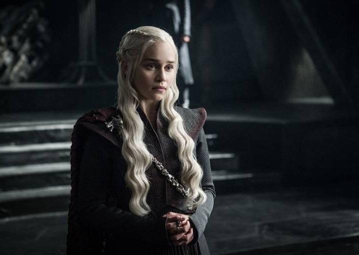 """Emilia Clarke, alias Daenerys Targaryen, bereitete sich auf ihre Rolle vor, indem sie sich Cate Blanchett in dem Film """"Elizabeth"""" ansah.  ©imago images / ZUMA Press"""