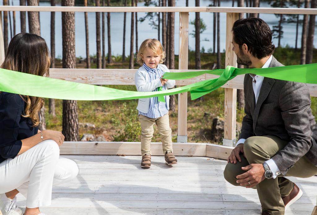 """Ein echtes """"Naturtalent"""". Prinz Alexander eröffnet eine Aussichtsplattform in seinem Herzogtum Södermanland.  ©Getty Images"""