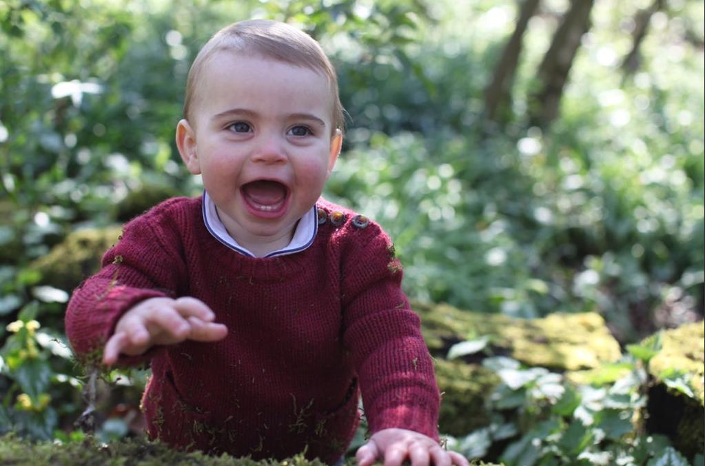 Rote Wangen und zwei kleine Zähnchen: Prinz Louis feiert heute seinen ersten Geburtstag.  ©Herzogin Kate/Kensington Palace