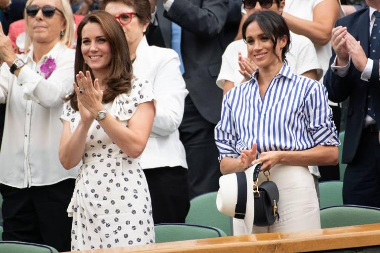 Im Juli 2018 besuchten Herzogin Kate und Herzogin Meghan gemeinsam mehrere Tennisspiele in Wimbledon und  schienen sich gut zu verstehe n.  ©imago images / ZUMA Press