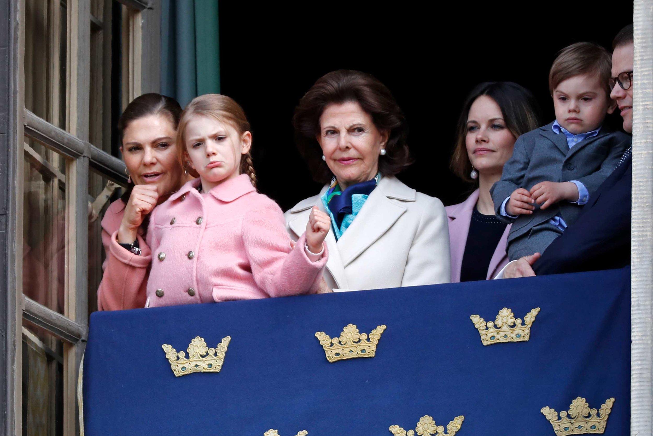 Prinzessinnen im Partnerlook: Kronprinzessin Victoria, Prinzessin Estelle und Prinzessin Sofia tragen alle Rosa.  ©Getty Images