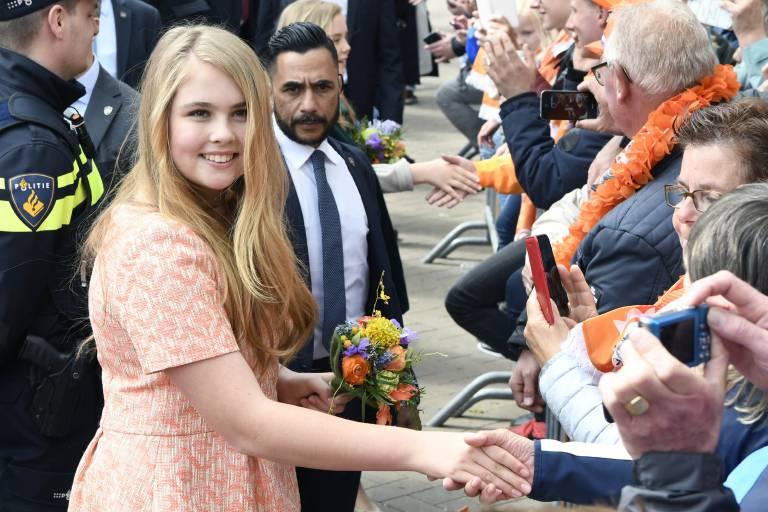 Mit ihrer herzlichen Art kommt Prinzessin Amalia gut an beim Volk.  ©imago images / PPE