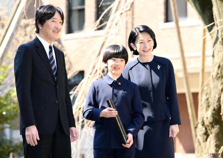 Seit dem Thronwechsel ist Fumihito der neue Kronprinz des Landes. Laut der aktuellen Gesetzeslage würde ihm sein Sohn Hisahito danach folgen.  ©imago images / Kyodo News