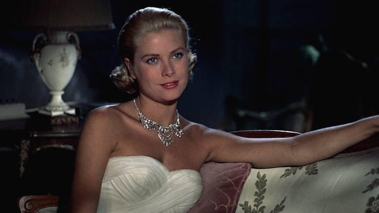 """Bevor Grace Kelly zur Fürstin von Monaco wurde, spielte sie 1955 in dem Hitchcock-Film """"Über den Dächern von Nizza"""" mit.  ©imago images / Prod.DB"""
