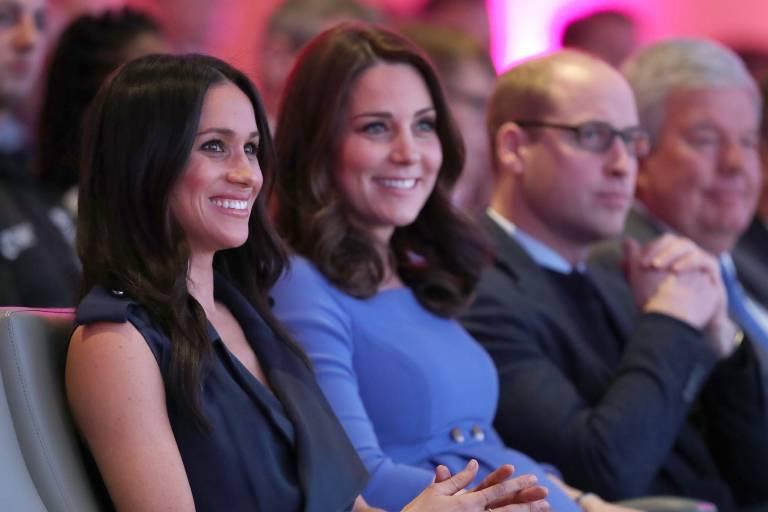 Herzogin Meghan und Herzogin Kate wird ein Zickenkrieg nachgesagt. Doch bei gemeinsamen Auftritten ist davon nichts zu spüren. Dennoch nagen die Gerüchte am Image der Amerikanerin.  © imago images / Starface