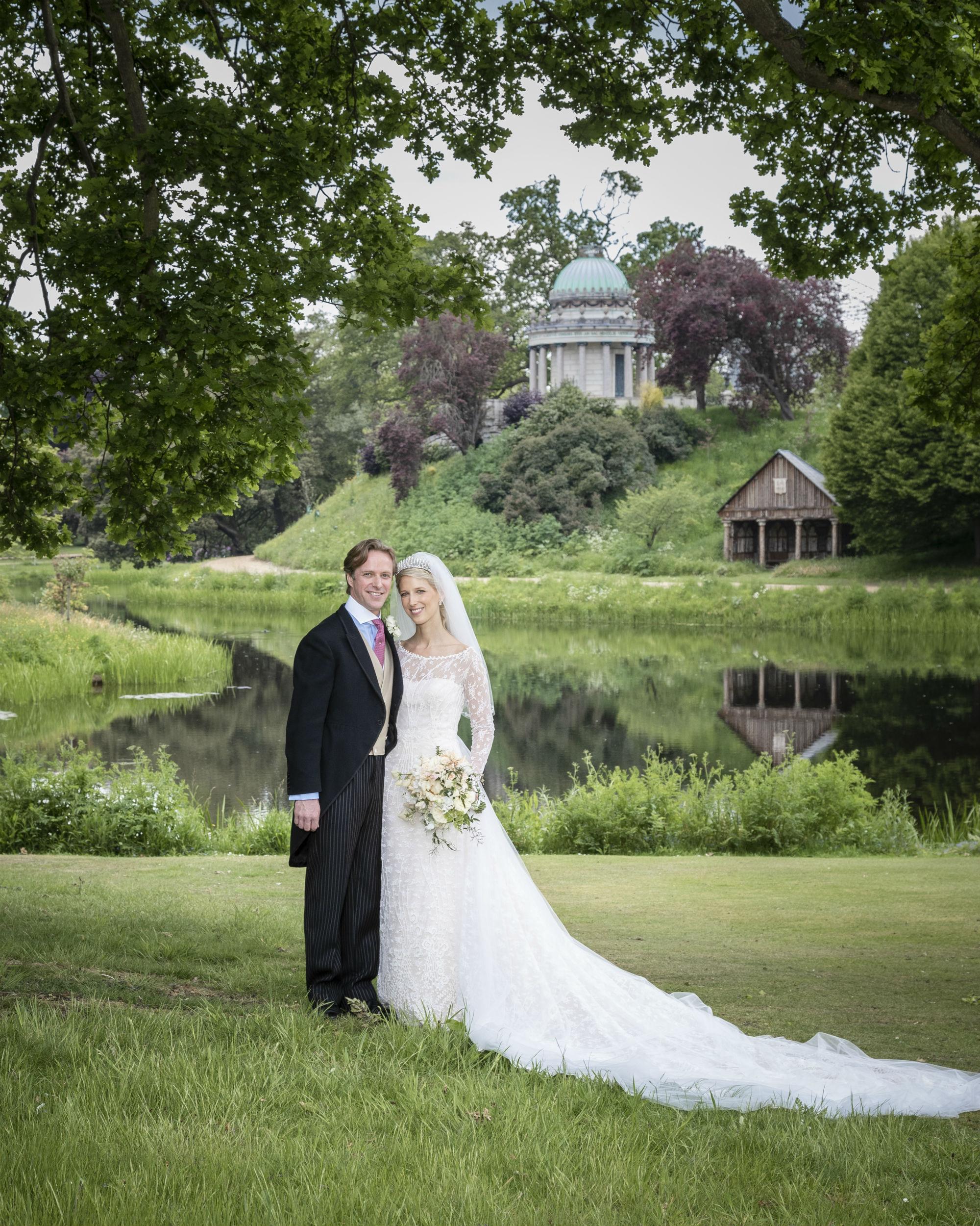 Die Braut sieht in ihrem Kleid der italienischen Designerin Luisa Beccaria einfach wunderschön aus. © Hugo Burnand / Royal Family