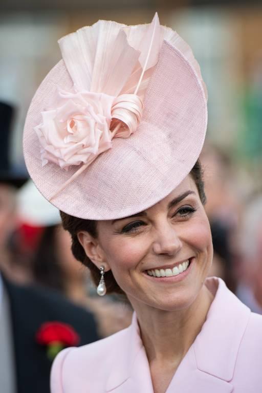 Bestens gelaunt strahlte Herzogin Kate mit der Sonne um die Wette.  ©imago images / i Images