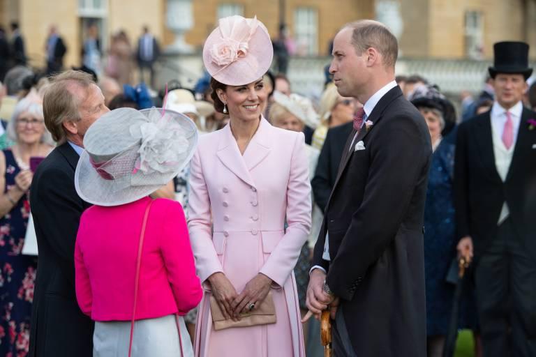 Herzogin Kate und Prinz William plauderten mit den anderen Gästen.  ©imago images / i Images
