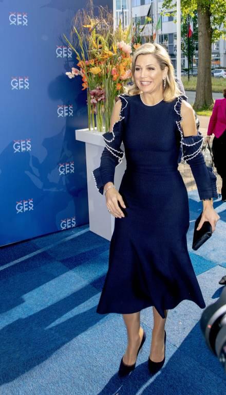 Das Kleid von Oscar de la Renta gibt es aktuell  bei Net-a-Porter für 2660 Euro *.  © imago images / PPE