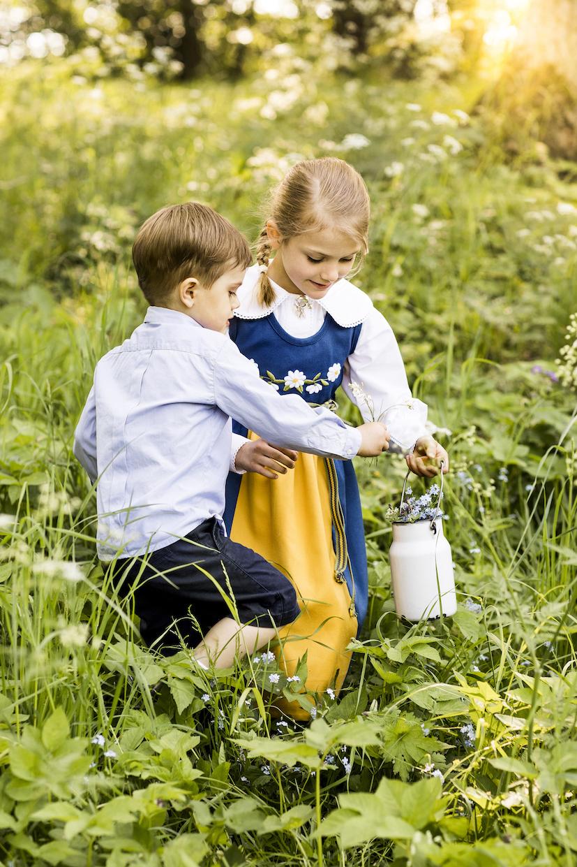 Die Blumen werden vorsichtig in einer alten Milchkanne verwahrt.  © Linda Broström Kungl. Hovstaterna