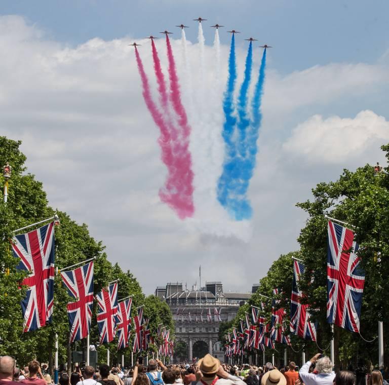 Das große Finale: Fliegerstaffel der Royal Air Force fliegen über den Plast  ©imago images / PRiME Media Images
