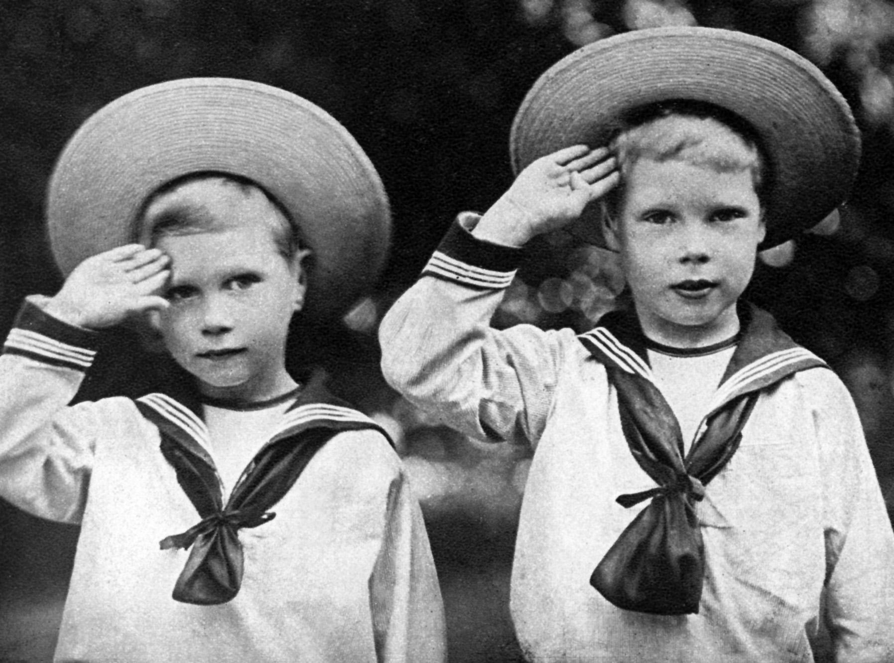 Am 11. Dezember 1936 verzichtet der englische König Edward VIII. auf den Thron. Er will die Frau, die er liebt, heiraten – die Amerikanerin Wallis Simpson. Für sie wäre es bereits die dritte Ehe. Edwards jüngerer Bruder Albert folgt ihm nach dem Thronverzicht als König George VI. Das britische Königshaus befindet sich in einer seiner größten Krisen.   ©Heritage Images