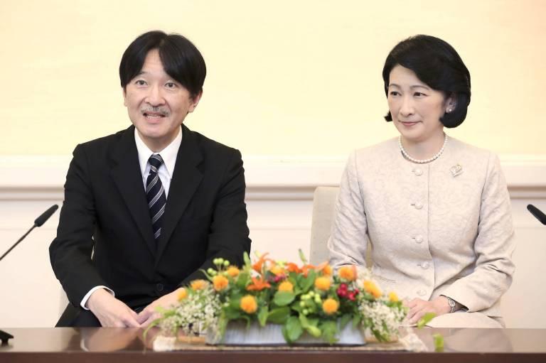 In der Pressekonferenz wollten Kronprinz Fumihito und Kronprinzessin Kiko eigentlich nur über ihren geplanten Staatsbesuch in Polen und Finnland sprechen …  ©imago images / Kyodo News