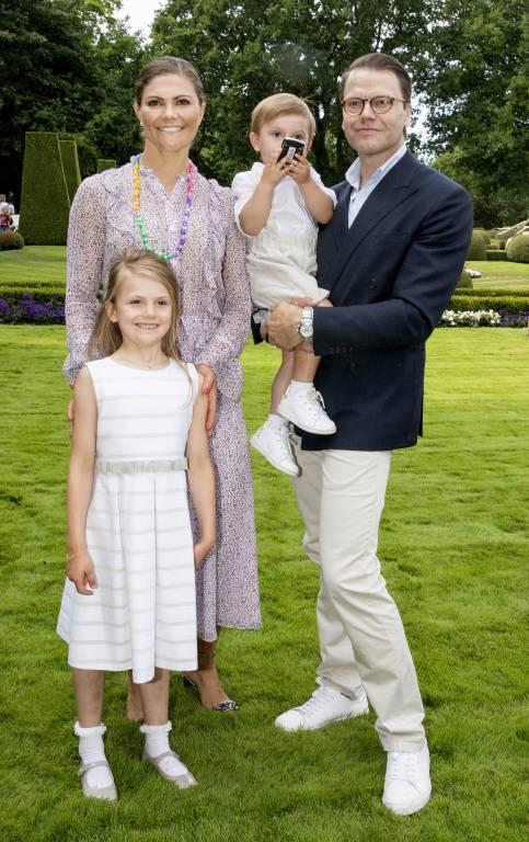 Volksnah und bodenständig: So zeigen sich Kronprinzessin Victoria und ihre Familie in der Öffentlichkeit. Privat ist es nicht anders.  © imago images / PPE