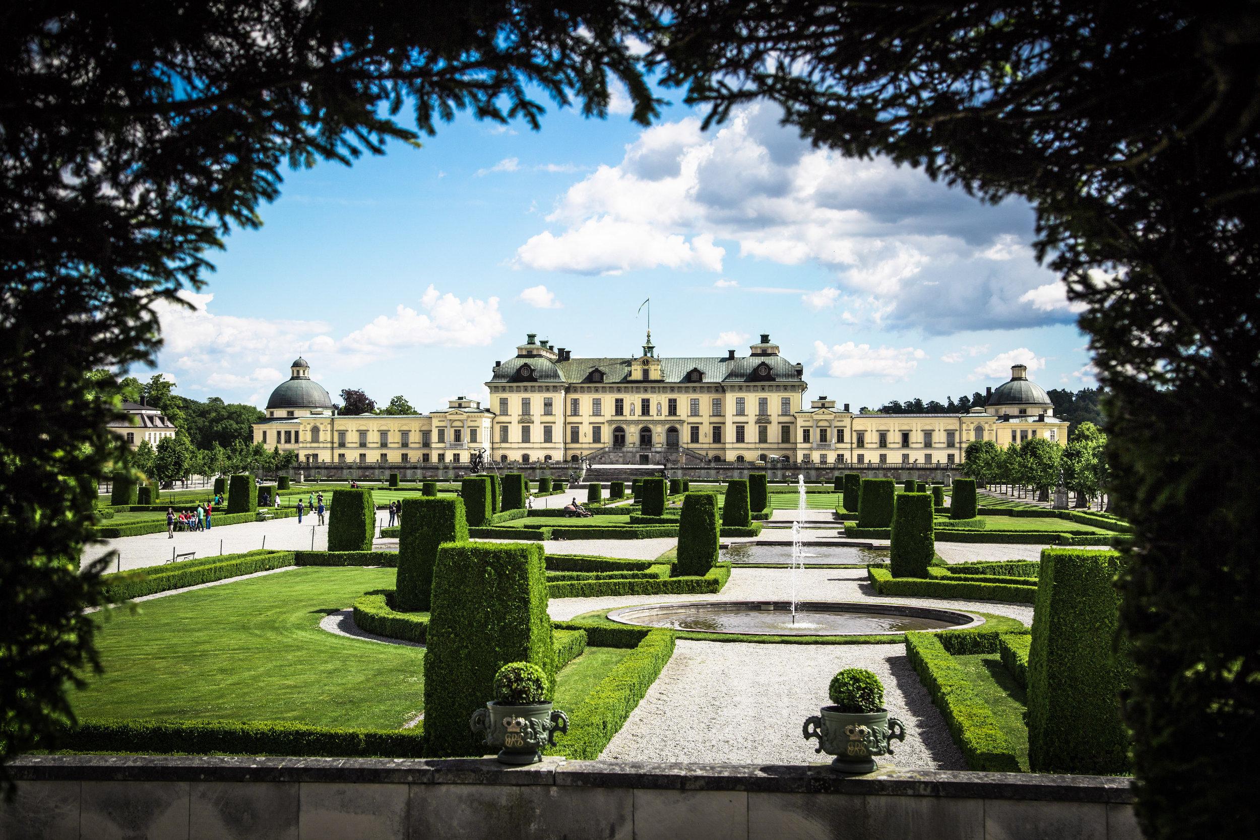 Besucher können sich auch selbst davon überzeugen, ob auf Schloss Drottningholm wirklich Geister ihr Unwesen treiben. Der Eintritt ist frei, eine Führung kostet nur wenige Euro.  ©Kungl. Hovstaterna, Raphael Stecksén