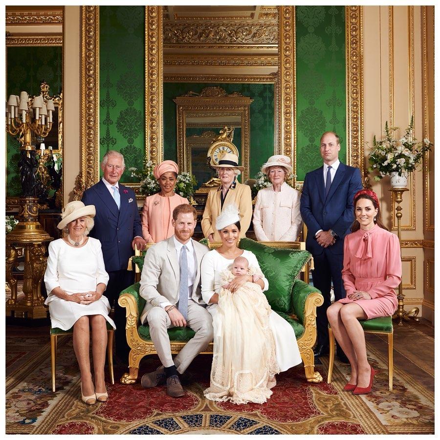 Sogar die Schwestern von Prinzessin Diana kamen, um die Taufe von Archie zu feiern. Queen Elizabeth konnte aus terminlichen Gründen nicht.  ©? Sussex Royal, Chris Allerton